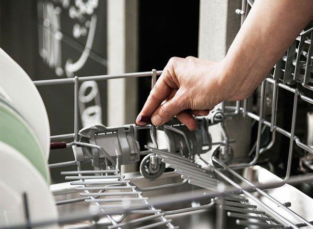 VarioFlexPlus om bordenrekken onder of boven in de vaatwasser eenvoudig op te vouwen.