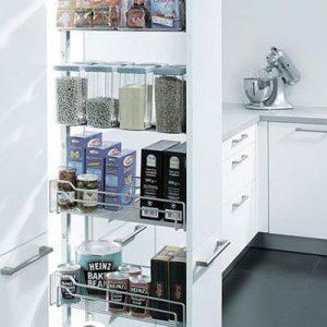 Apothekerskasten: apothekerskast met draadkorven, flessenrek of opbergelementen voor kookgerei
