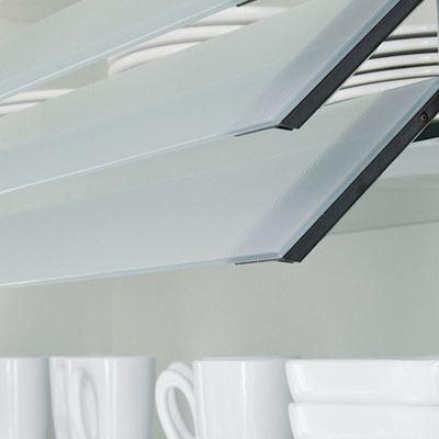 Bovenkasten met glasfronten, glaslamellen, jaloezie en bovenkasten voor inbouwapparaten