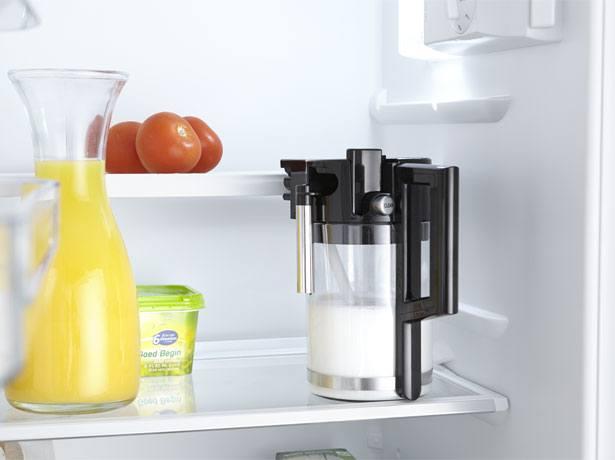 De handige melkkan van de Pelgrim koffiemachine