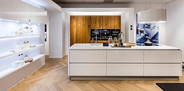 Een hoogglans keuken uit de next125 premium brandstore van Bemmel & Kroon