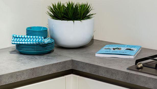 Kunststof aanrechtblad in moderne keuken