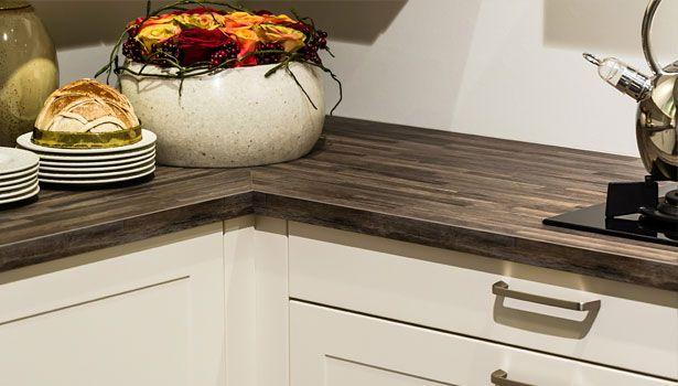 Landelijke keuken met een kunststof keukenblad in houtdesign