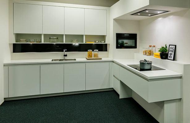 Moderne keuken met zwevende onderdelen