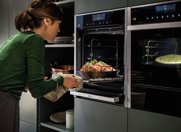 NEFF Collection oven met Slide&Hide overdeur