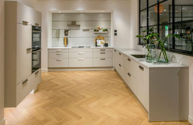 next125 keuken met zwevende kastenwand
