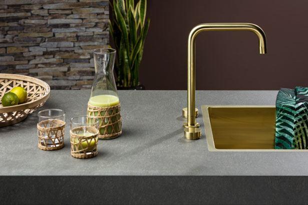 Natuurlijke materialen gecombinerd industriële metalen zoals Goud