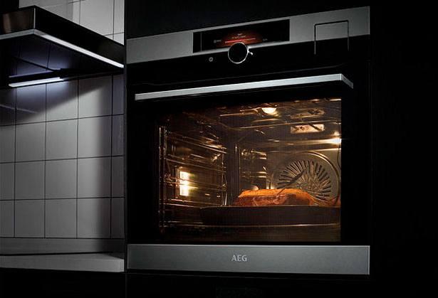 AEG SenseCook oven met kerntemperatuursensor en Shuttle Control